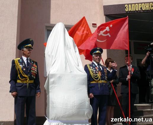 В Запорожье открыли памятник Сталину. Фото и видео от очевидца