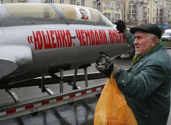 Ющенко - чемодан - Америка